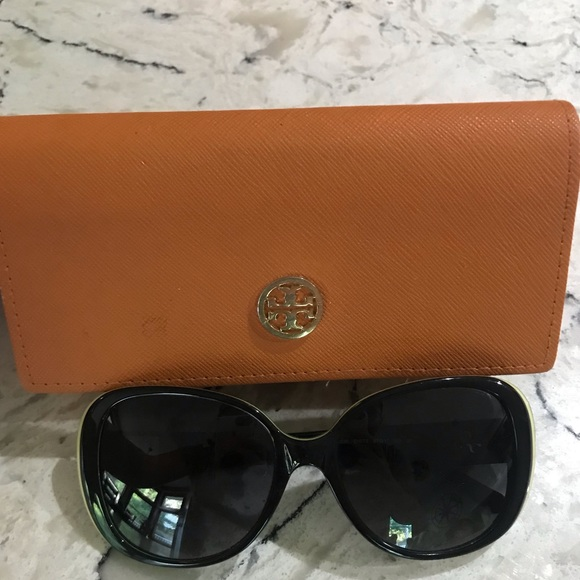 Tory Burch Accessories - Tory Burch Sunglasses (Like New)